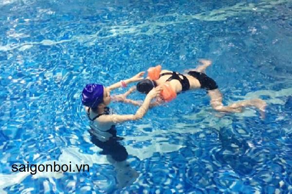 Khóa học bơi cho người lớn chất lượng 100% tại TPHCM - Sài Gòn Bơi