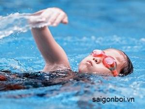Đăng ký khóa học bơi - Kiểu bơi giúp cho bé cao và săn chắc hơn